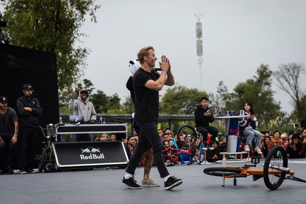 Dez Maarsen thanking the audience at UCI BMX Freestyle World Cu